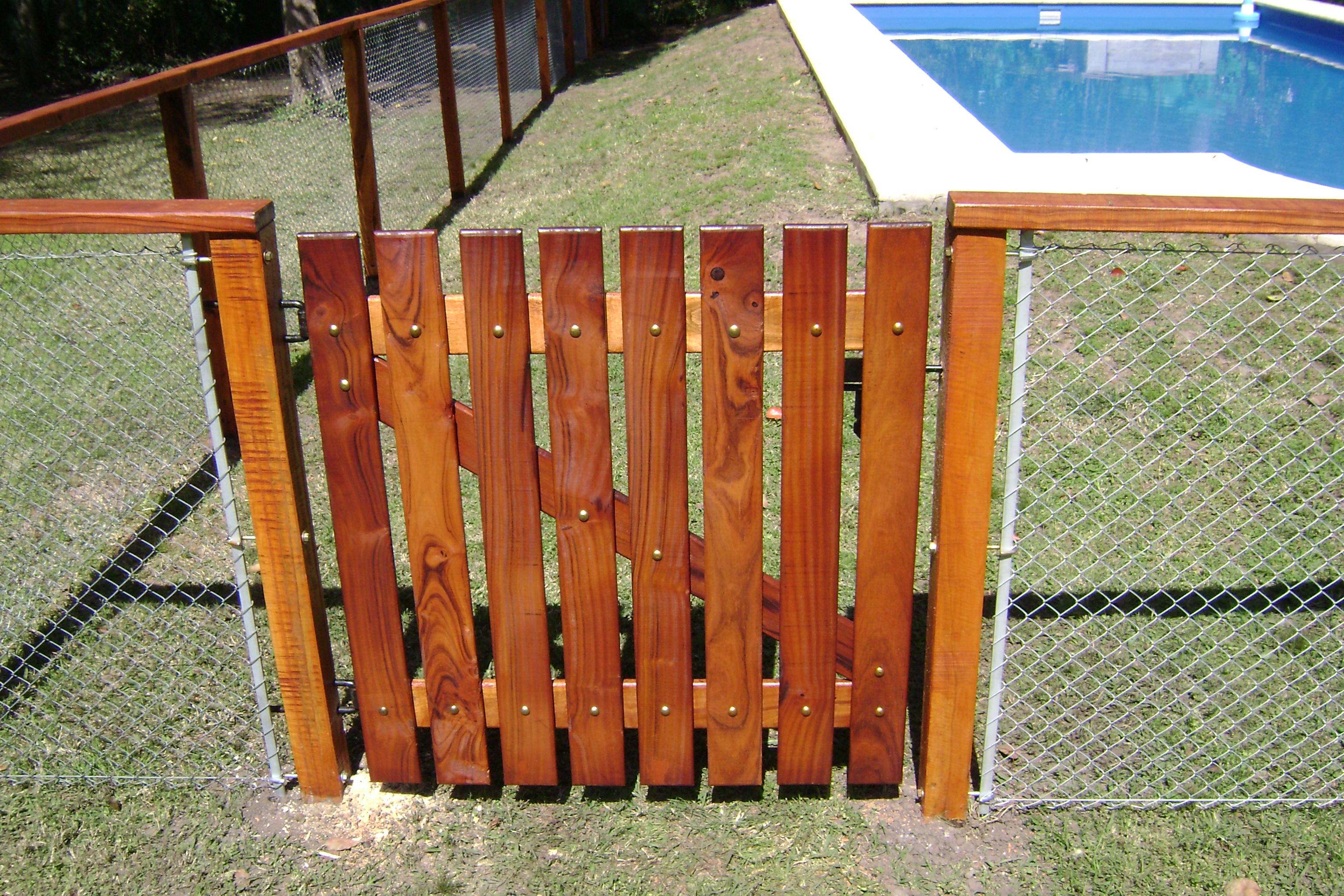 Cerco de quebracho con alambre pringles net - Cercado de madera ...